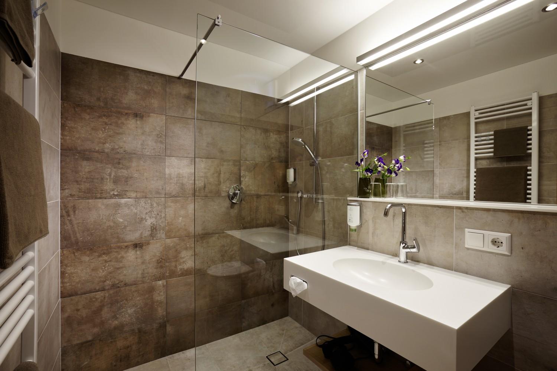 Doppelzimmer/Einzelzimmer Badezimmer